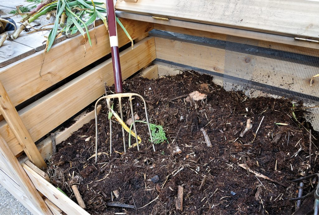 How-To-Start-A-Compost-Bin-At-Home2